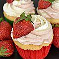 Cupcakes bi-goût : cupcakes vanille/fraise.