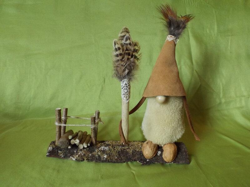 Avec une vieille veste en daim et des plumes de faisans