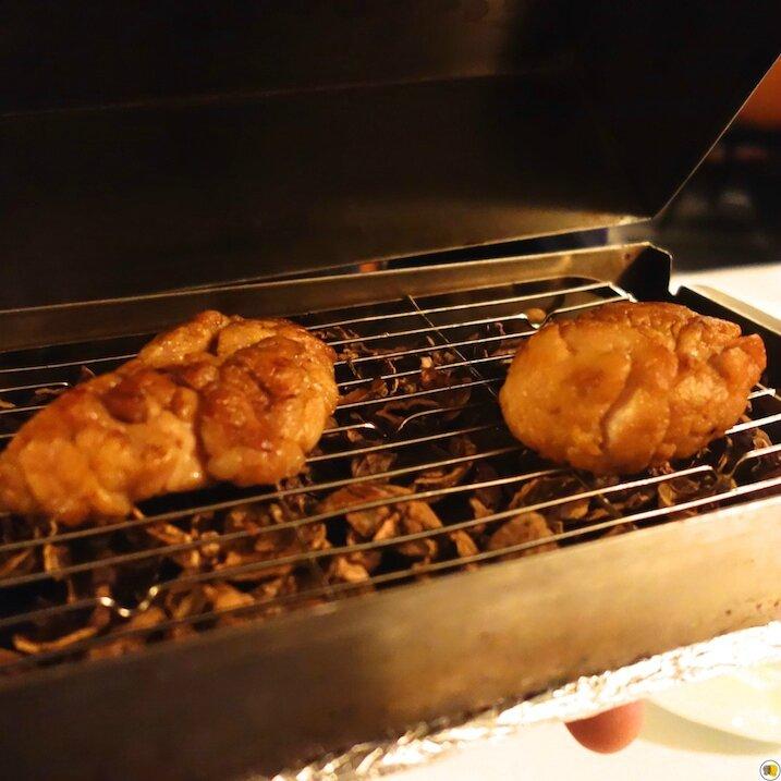 Ris de veau de lait cuit sur des coques de noix, concentré et tête de cèpes (2)