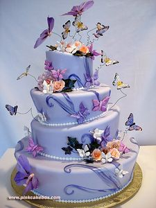 Topsy_Turvy_Quinceanera_Cake_by_pinkcakebox