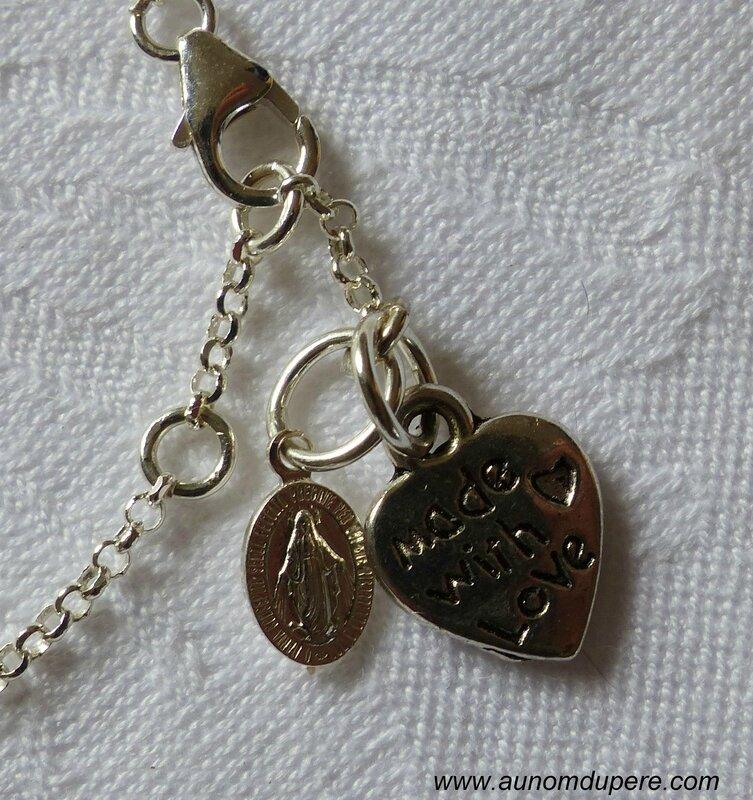 Bracelet catho branché (bleu) détails de la médaille miraculeuse