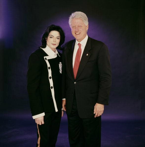 Michael-Jackson-and-President-Bill-Clinton-michael-jackson-30429345-588-594