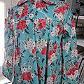 Ciré AGLAE en coton enduit turquoise à fleurs fermé par pressions cachés sous des boutons recouverts (3)