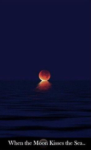 quand la lune embrasse la mer