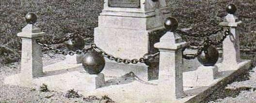 CPA_Petit_Croix_Monument_Plots