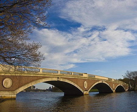 Cambridge_Harvard_Charles_River_and_bridge