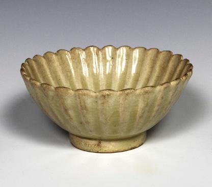 Chrysanthemum Petal Shaped Bowl, Vietnam, Trần dynasty (1225–1400)
