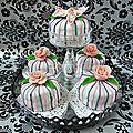 Gateaux d'anniversaire {mini cakes } fleuris - fleurs en pâte à sucre {roses et orchidée }