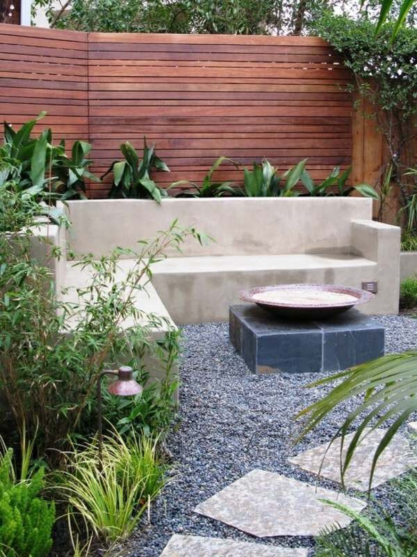 palissade-jardin-claire-voie-lamelles-bois-naturelle-canapé-dangle-béton