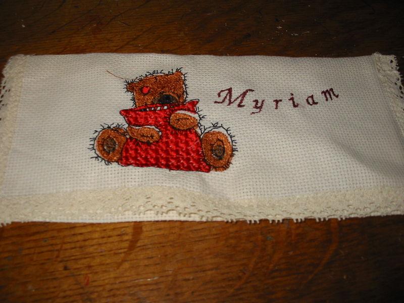 pochette pour serviette brodée à la machine