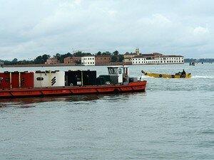 Barge_de_transport_oeuvre_de_Lars_RAMBERG