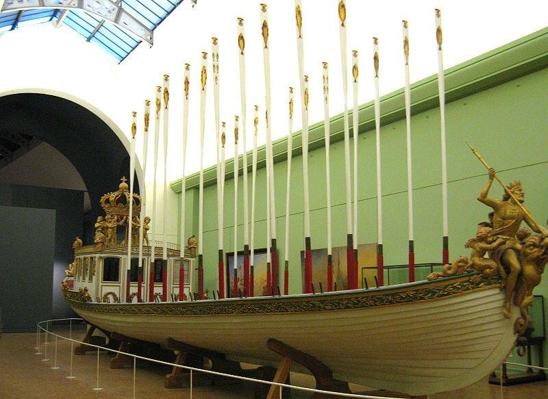 800px-Barque-de-napoleon