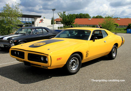 Dodge_charger_super_bee_coupe_de_1971__Alsace_Auto_Retro_Bartenheim_2011__01