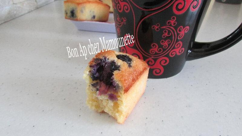 Petits gâteaux à la poudre d'amande et aux myrtilles 029-