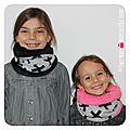 PH2016-09-21_098-owly-mary-du-pole-nord-fait-main-snood-tour-de-cou-enfant-flamant-rose-motif-pois-fuchsia-croix-cross-gris-fushia-fill