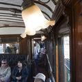 L'intérieur d'un vieux train des colonies