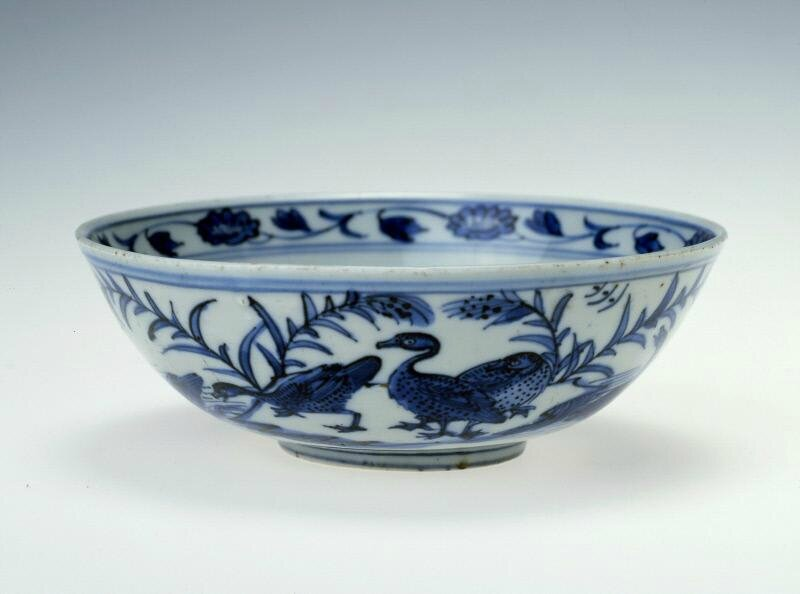 Dish with ducks and aquatic plants, Ming dynasty (1368-1644), Reign of the Jiajing emperor (1522-1566)