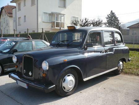 LONDON TAXI INTERNATIONAL Carbodies Fairway Besançon (1)
