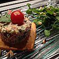 Tartare tomate-concombre sur sablé parmesan