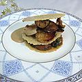 Millefeuille boudin blanc et cèpes, sauce au foie gras
