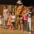 Les petits saluent le public