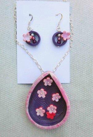 pendentif et boucles d'oreilles parterre de fleurs d'été