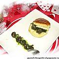 Escargots de bourgogne en nage persillee, feuilletee de poireaux au curry et creme d'epoisses