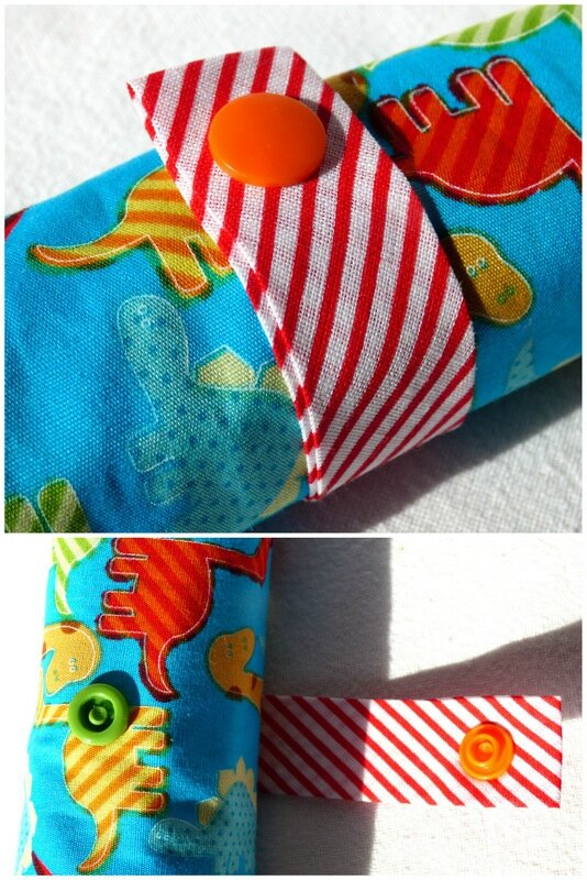 trousse roulée turquoise dino1