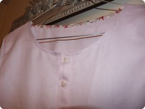 blouse_rose_d_tail_encolure
