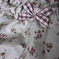 Culotte en coton vert suranné à fleurs et neoud à carreaux assorti (3)