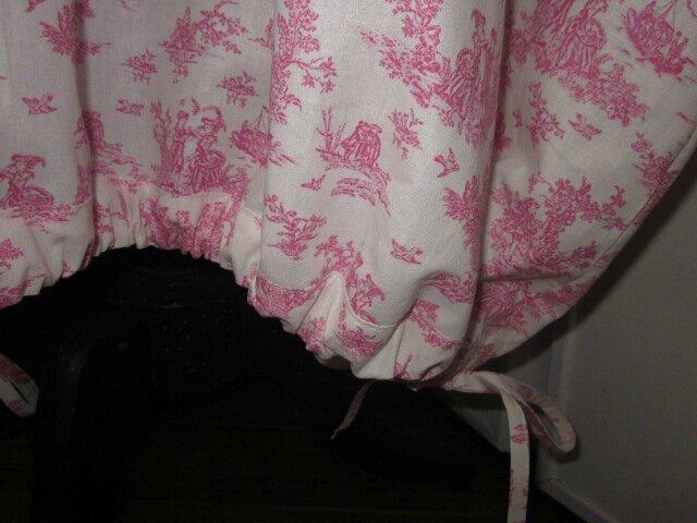 Robe HENRIETTE en coton imprimé toile de jouy rose sur fond écru (4)