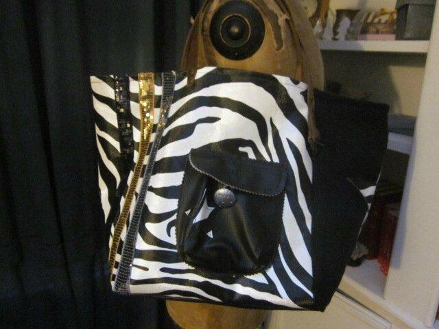 Sac FELICIE n°36 en simili cuir imprimé zèbre et lin noir (7)