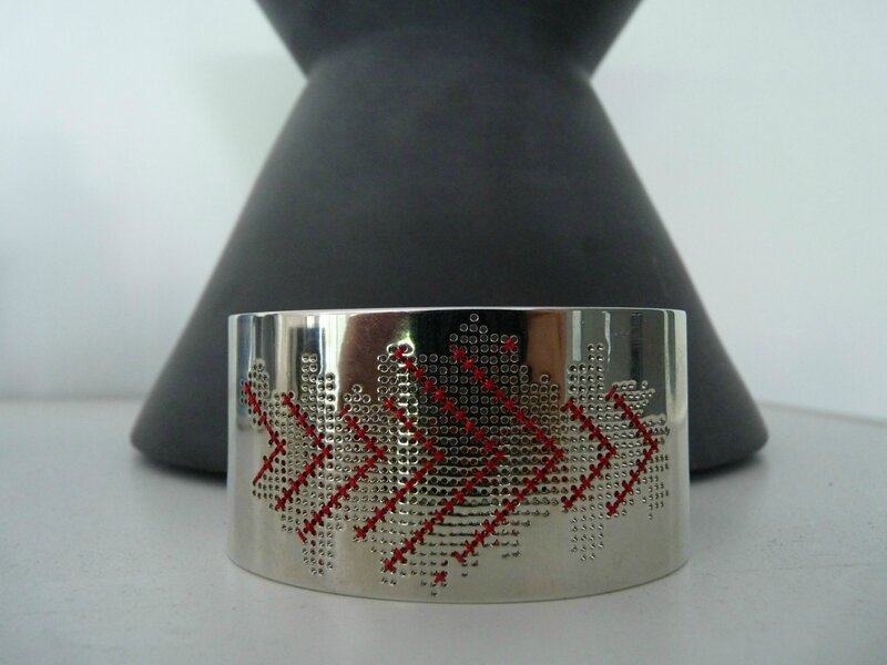 bracelet manchette chevrons rouges 2