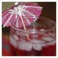 Le sirop de cerise soda avec glace et ombrelle