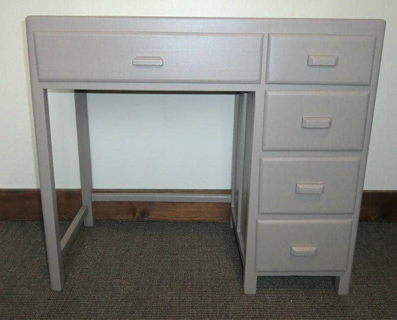 petit bureau enfant mastic atelier darblay le meuble d 39 c t. Black Bedroom Furniture Sets. Home Design Ideas