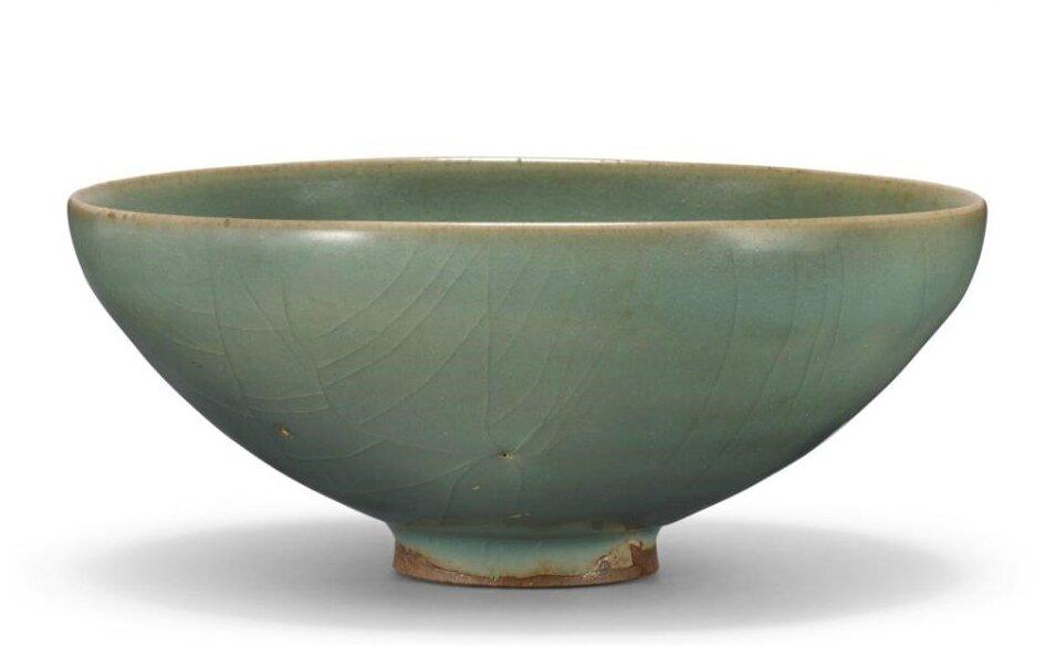 A green 'jun' bowl, Song-Jin dynasty (960-1234)