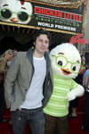 Premiere_Disney_Animated_Feature_Chicken_Little_PMt0iUtHD08l