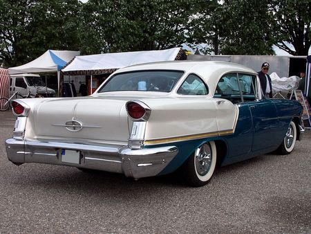 57_OLDSMOBILE_Golden_Rocket_88_Holiday_Hardtop_Sedan_2