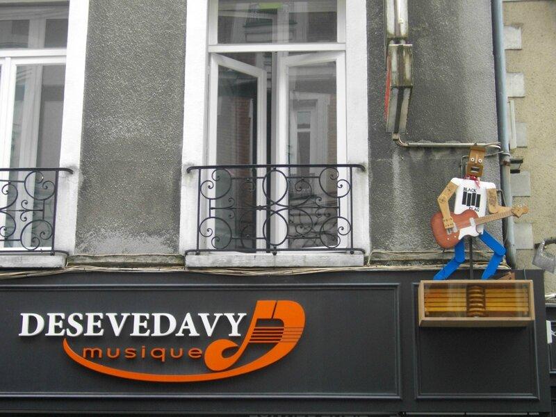 enseigne-voyage-nantes-desevedavy-musique-rue-maréchal-joffre