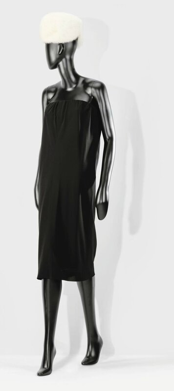 daa50952 Balenciaga Haute couture, printemps-été 1958. A draped sleeveless georgette  dress. Estimation 2,000 — 3,000 €. Unsold. Courtesy Sotheby's.