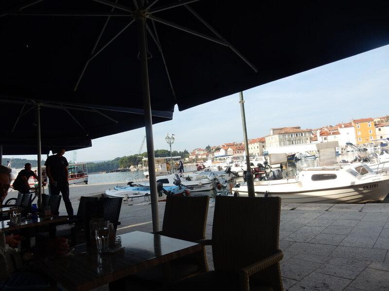 Café sur le port de Cres avant le départ 28 octobre 2019