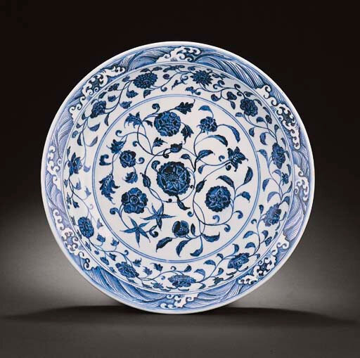large early Ming blue and white dish, Yongle period (1403-1425)