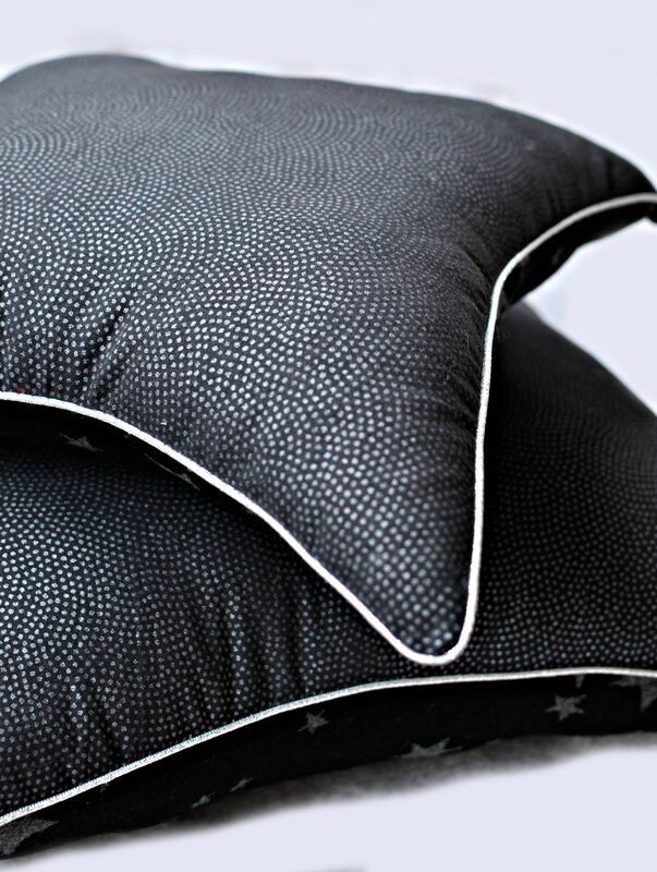 coussin géométrique, coussin carré, coussin original, pointu, noir argent