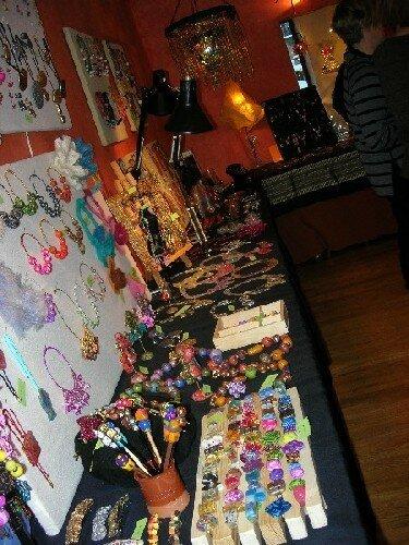 L'exposition de bijoux et creations chez Paule, au centre historique de Grenoble