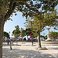 Cassis - Place jouxtant le port et... boulodrôme !