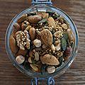Fruits secs et graines aux épices et au tamari