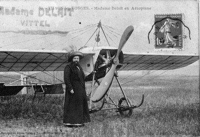 Madame Delait en aeroplane