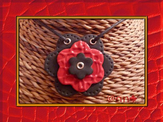 Pendentif fimo 3 fleurs cuir noir et rouge (N)