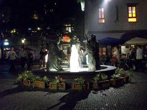 photo de la Fontaine aux trois statues - rue Lan Kwai Fong à Shanghai