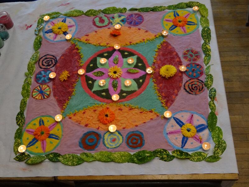 Mandala sable et fleurs
